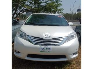 Used Toyota Sienna 2011 in Kubwa, Abuja for Sale