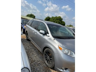 Used Toyota Sienna 2011 in Abuja for Sale