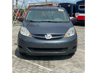 Used Toyota Sienna 2006